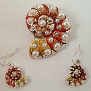 Jewelry - Sea Shell Pendant Dangle Earrings Conch Cruise